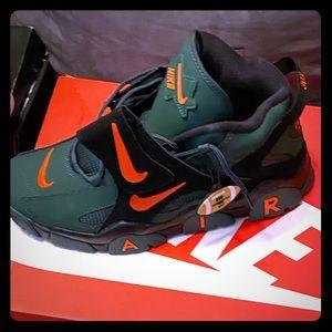 Nike air barrage super bowl shoe